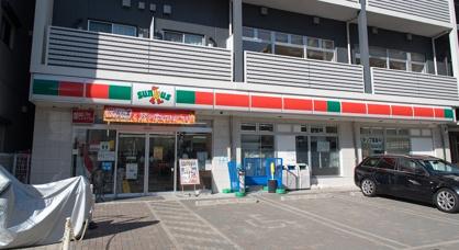 ファミリーマート 横浜子安通三丁目店の画像1