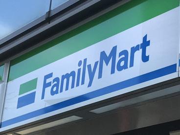 ファミリーマート 東大和青梅街道店の画像1