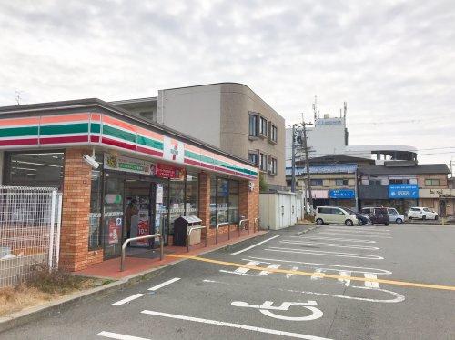 セブン-イレブン 高槻体育館前店の画像