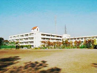 草加市立谷塚中学校の画像1