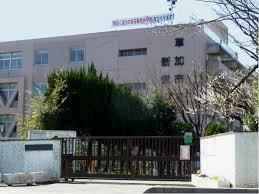 草加市立新栄中学校の画像1