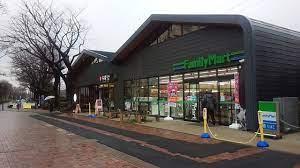 ファミリーマート 玉川上水駅前店の画像1