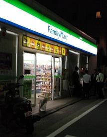 ファミリーマート 学芸大学駅南店の画像1