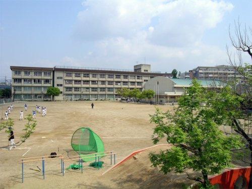 豊中市立 東豊中小学校の画像