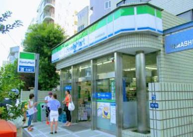 ファミリーマート 乃木坂駅前店の画像1