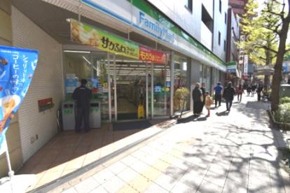 ファミリーマート 三軒茶屋駅南口店の画像1