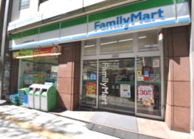 ファミリーマート 三軒茶屋駅北口店の画像1
