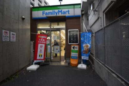 ファミリーマート 駒沢大学駅前店の画像1