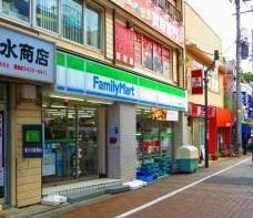 ファミリーマート 用賀駅前店の画像1