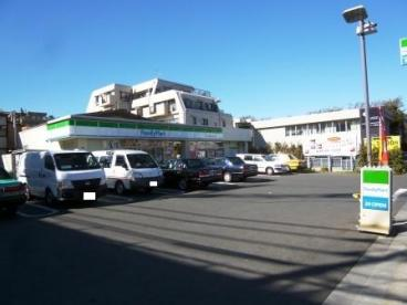 ファミリーマート 世田谷教育会館前店の画像1