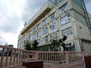 足立区立栗島中学校の画像1