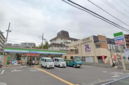 ファミリーマート 豊中東泉丘店の画像1