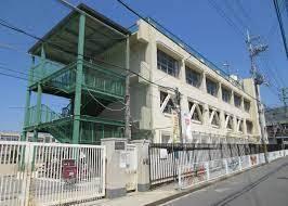 東大阪市立枚岡西小学校の画像1