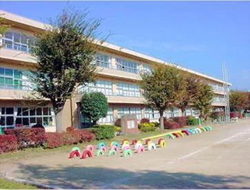 牛久市立向台小学校の画像1