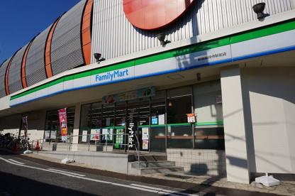 ファミリーマート 阪急総持寺駅前の画像1
