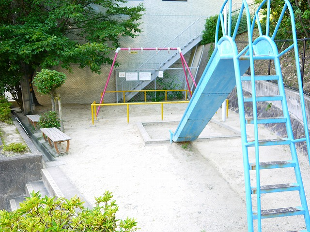 学園西ロイヤルマンション公園の画像