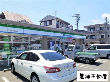 ファミリーマート 中川ときわ店の画像1