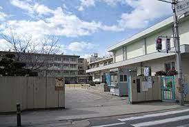 鳥飼西小学校の画像1