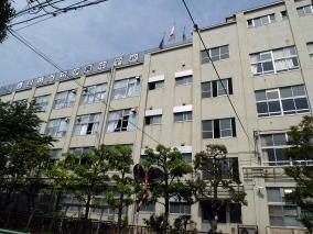 足立区立伊興中学校の画像1