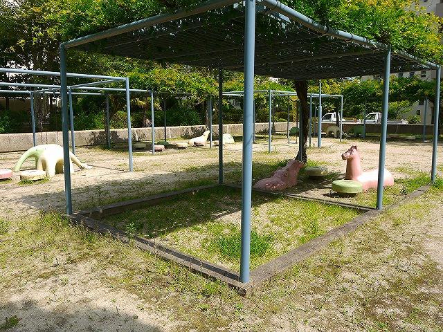 UR都市機構中登美団地B棟公園の画像