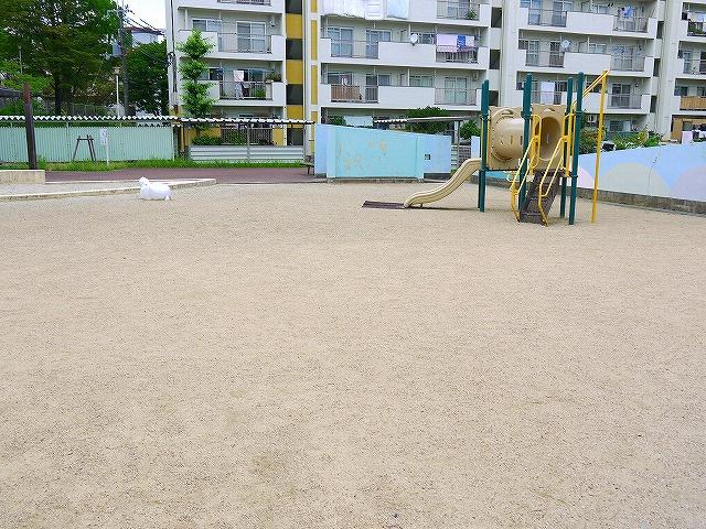UR都市機構中登美団地C棟公園の画像