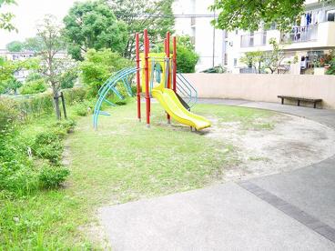 UR都市機構中登美団地D棟公園の画像2