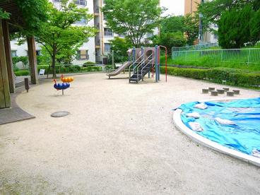 UR都市機構中登美団地E棟児童公園の画像1