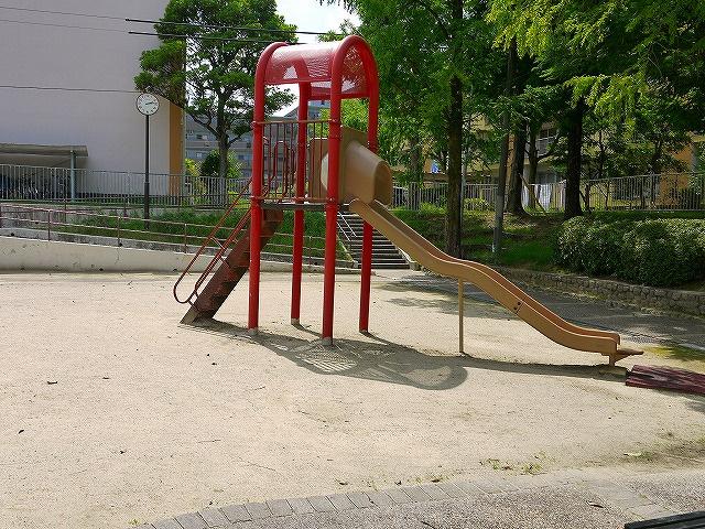 UR都市機構中登美団地F棟公園の画像