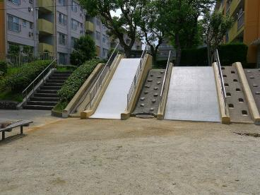 UR都市機構中登美団地F棟公園の画像2