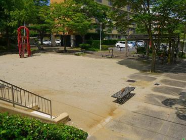 UR都市機構中登美団地F棟公園の画像3