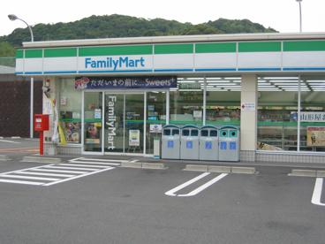ファミリーマート 滝山町店の画像1