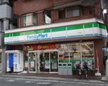 ファミリーマート 久地店