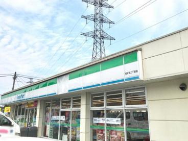 ファミリーマート 松が丘二丁目店の画像1