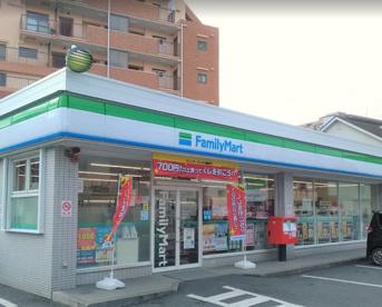 ファミリーマート 川崎苅宿店の画像1