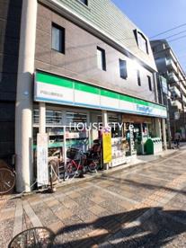 ファミリーマート 戸田公園駅前店の画像1