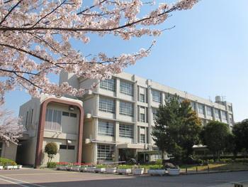 尼崎市立立花中学校の画像1