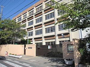 尼崎市立七松小学校の画像1