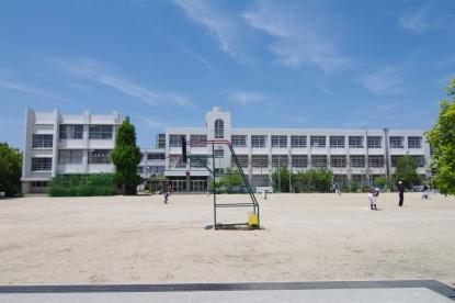 尼崎市立梅香小学校の画像1