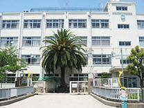 高槻市立 芝生小学校の画像1
