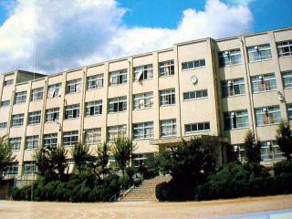 高槻市立 日吉台小学校の画像1