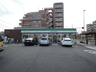 ファミリーマート 秀栄多摩ニュータウン通り店の画像1