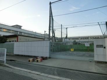 東大阪市立 上小阪小学校の画像3