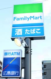 ファミリーマート広島中央通り店の画像1