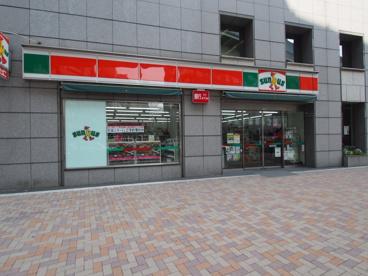 ファミリーマート初台交差点前店(旧サンクス代々木初台店)の画像1