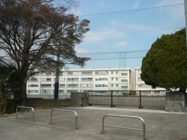鶴嶺中学校の画像1