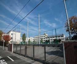 中野区第二中学校の画像2