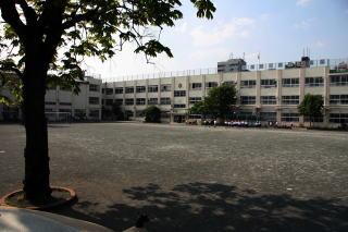 中野区立桃園小学校の画像1
