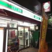 ローソンストア100志村坂上駅前店の画像1