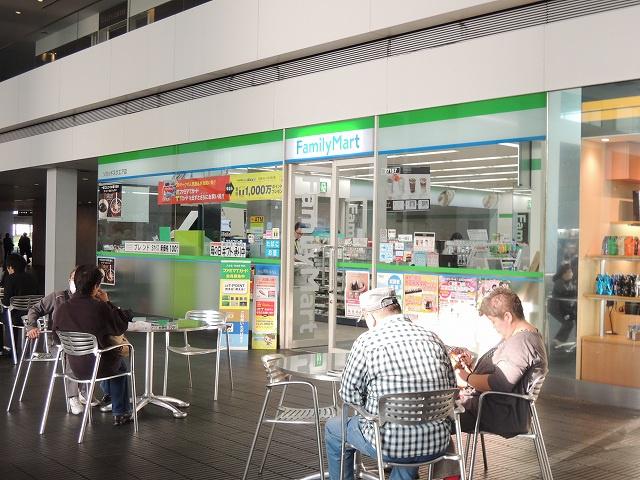 ファミリーマート「ソリッドスクエア店」の画像