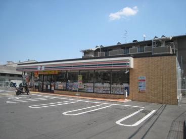 セブンイレブン仁和寺町の画像1